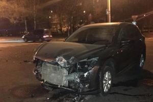 В Харькове столкнулись две легковушки: два человека получили травмы