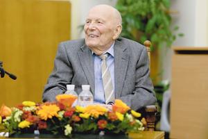 """Борису Патону исполняется 100 лет: """"Мы способны построить постоянную станцию на Луне"""""""