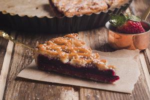 Как приготовить постный пирог с вареньем и орехами