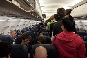 Мужчина решил в самолете поиграть в террориста и пожалел об этом