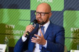 Яценюк в Брюсселе: Ожидаем, что в ближайшие две недели будет принято решение об усилении санкций против РФ