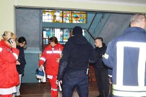 В Днепре из-за неизвестного вещества из школы эвакуировали детей