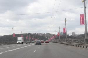 На мосту Патона в Киеве месяц будет ограничено движение
