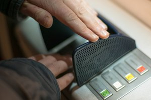 Неисправный банкомат по ошибке осчастливил клиентов