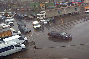 В центре Запорожья из-за неработающего светофора произошло ДТП: опубликовано видео
