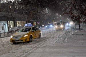 Снежная буря в США: тысячи самолетов опаздывают, миллионы американцев остались без света