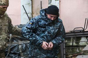 """Оккупанты в Крыму """"арестовали"""" 12 захваченных украинских моряков"""