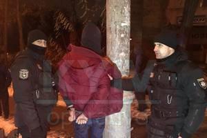 В Киеве пьяный парень с ножом бросался на девушку в маршрутке