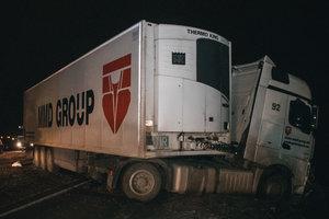 Смертельное ДТП под Киевом: фура раздавила легковушку