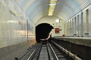 В Киеве приостановили движение поездов метро на красной ветке
