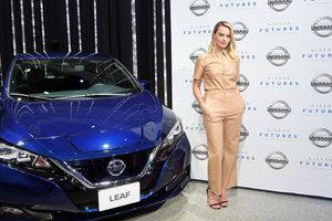 В костюме из кожи: Марго Робби на презентации Nissan