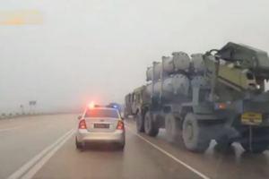 Россия перебрасывает в Крым ракетные комплексы: появилось видео колонны техники