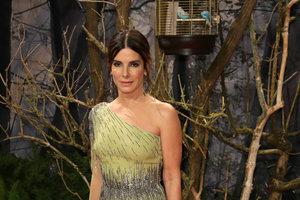 В нежном платье Alberta Ferretti: эффектный выход Сандры Буллок