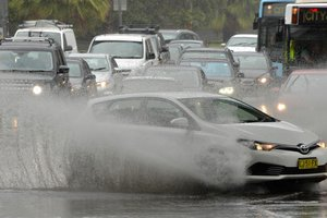 Наводнение в Сиднее: в городе транспортный хаос и гибнут люди
