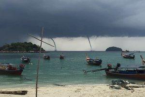 Природная аномалия в Таиланде: четыре торнадо обрушились на курорт