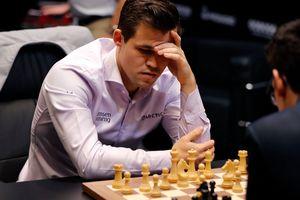 Магнус Карлсен выиграл первую партию тай-брейка в матче за звание чемпиона мира