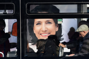 """На выборах президента Грузии побеждает """"француженка"""""""