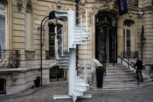 Во Франции продали часть Эйфелевой башни