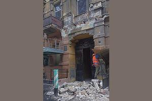 В центре Одессы рухнул балкон старого дома
