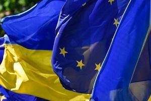 """Порошенко призвал ЕС усилить санкции против России за """"ползучую аннексию"""" Азовского моря"""