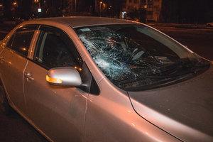 В Киеве Toyota сбила молодого мужчину недалеко от перехода