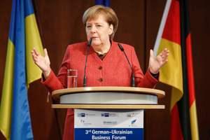 """Меркель напомнила Украине о немецкой позиции по """"Северному потоку - 2"""""""