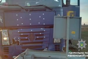Не мог подняться: на трассе Киев - Чоп  пьяный водитель фуры устроил  ДТП