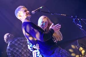 Это так мило: в сети появились фото нежных объятий Матвиенко и Мирзояна на сцене