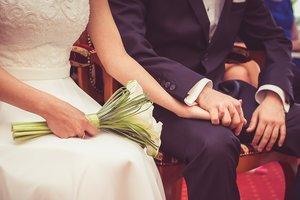 Мужчина решил обзавестись второй женой, но их свадьбу испортила первая