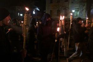 В годовщину разгона Евромайдана в центре Киева проходит факельное шествие