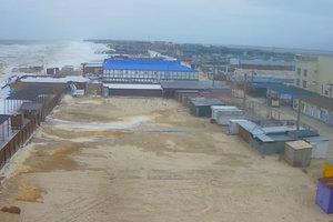 В Кирилловке бушует сильный шторм: опубликованы фото и видео