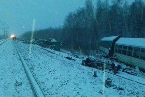 В России сошел рельсов эшелон с танками: 20 вагонов перевернулись
