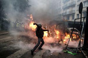 """Протесты """"желтых жилетов"""": во Франции могут ввести режим ЧП"""
