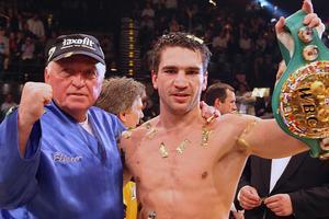 В Германии умер трехкратный чемпион мира по боксу