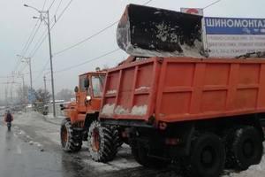 Коммунальщики за два дня убрали с улиц Киева более пяти тысяч тонн снега