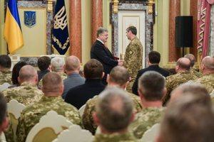 Порошенко наградил бойцов ВСУ государственными наградами (фото, видео)