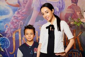 """Екатерина Кухар с мужем и сыном посетила допремьерный показ фильма """"Щелкунчик"""""""
