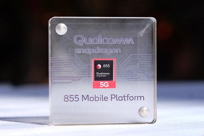 Snapdragon 855 обладает встроенным 5G модемом. Фото: The Verge
