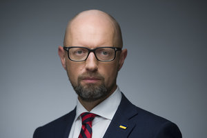 Яценюк: Украина должна разорвать дипотношения с Россией