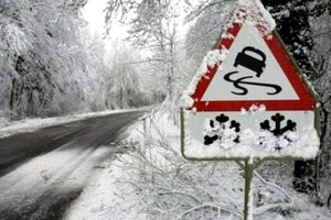 Запорожских водителей предупредили о скользких дорогах