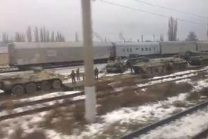 В Ростове заметили эшелон с техникой, некоторая побита: появилось видео