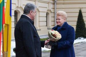 Порошенко и Грибаускайте наградили друг друга орденами (фото)