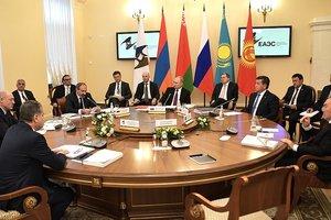 Лукашенко извинился перед Путиным за спор о цене на газ
