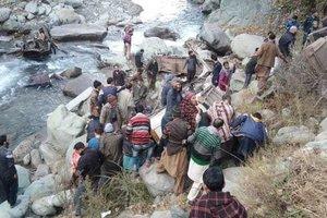 В Индии автобус упал в 100-метровое ущелье: погибли 11 человек