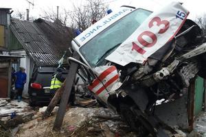 """ДТП в Житомире: в столкновении """"скорой"""" и внедорожника ранены семь человек"""
