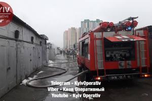В Киеве на Минском массиве пылали гаражи