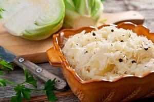 Улучшает пищеварение и борется с депрессией: Ульяна Супрун рассказала о пользе квашеной капусты