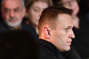 """Обещавший сделать из Навального """"отбивную"""" глава Росгвардии подал на него в суд"""