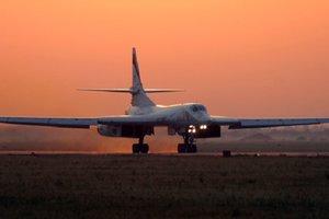 Бомбардировщики РФ Ту-160 в Венесуэле: почему Путин снова бряцает оружием