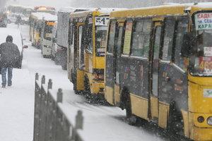 В ожидании снегопада: в Киев могут ограничить въезд грузовиков и фур